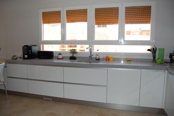 Blanco alto brillo for Cocinas en u modernas
