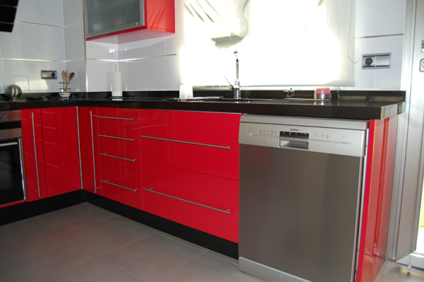 Ferrari - Cocinas rojas y blancas ...